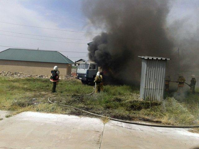 В Шымкенте от мощного удара электрическим током погибли два человека