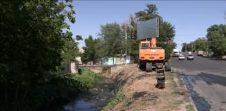 В Шымкенте продолжается очистка ирригационных каналов