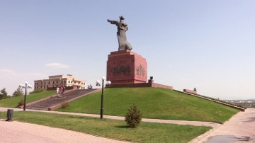 4 миллиона тенге или 2 года грозит шымкентцу за порчу памятника