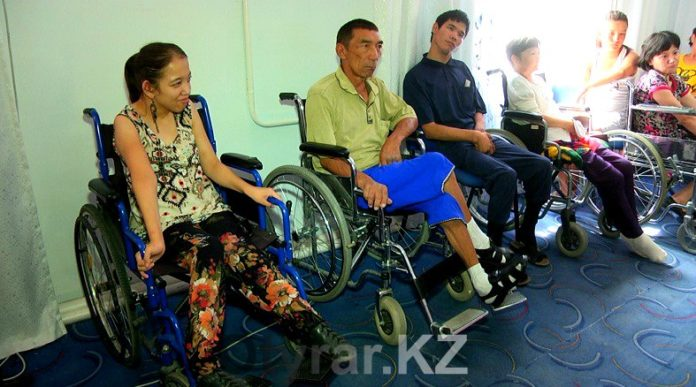 Люди с ограниченными возможностями могут получить помощь от ЦОНа на дому