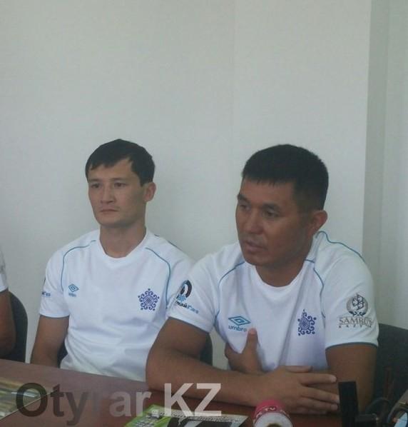 Боксер Биржан Жакыпов принимает поздравления
