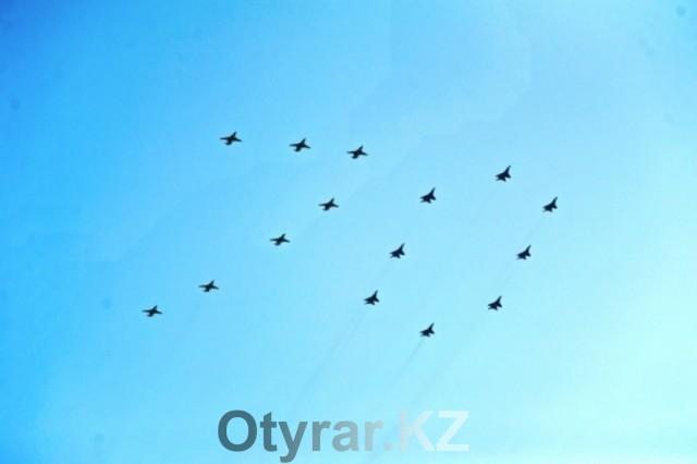 На параде победы летчики шымкентской авиационной базы, одними из первых, своими физюляжами, выстроили в небе цифру 70