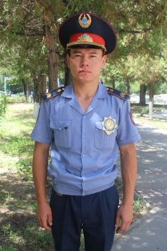 В Шымкенте полицейский спас тонущего человека