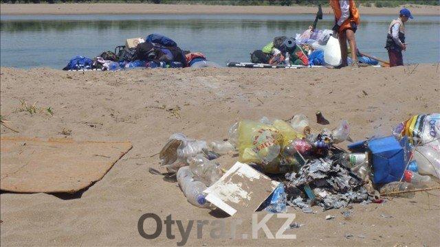 Горы мусора от стоянки к стоянке не уменьшаются