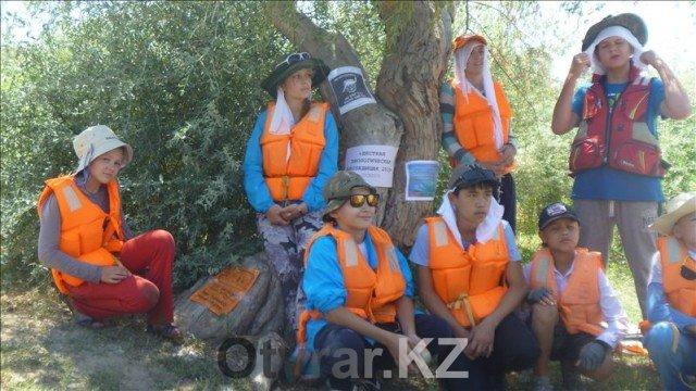 Спасательные жилеты на воде обязательны. В импровизированной экспедиции строгая дисциплина.