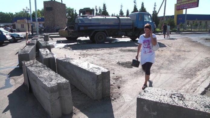 Жители Чапаевки в Шымкенте не могут выбраться в город