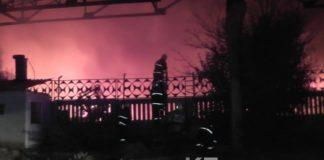 В полночь загорелся шинный завод