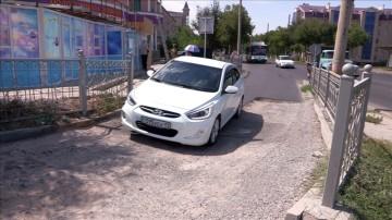Недавно построенные правые съезды в Шымкенте уже ремонтируются