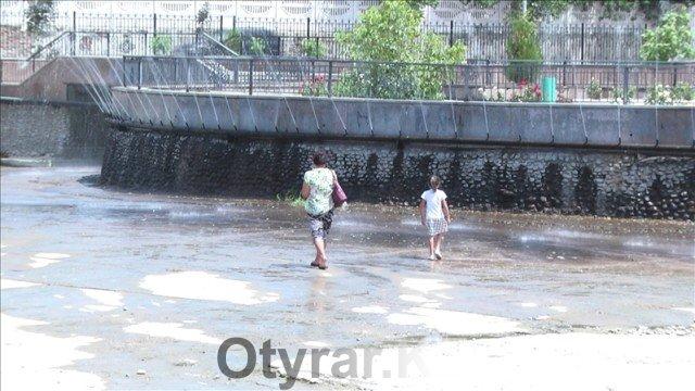 Почему не наполняют воду в озере на верхнем рынке Шымкента