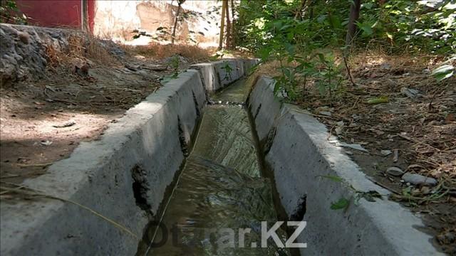 В Шымкенте еще остались арыки, по которым бежит прохладная вода в жаркие дни