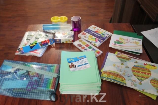 В наборе полный перечень необходимых канцелярских товаров для школы