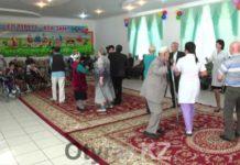 В Шымкенте праздничный концерт ко Дню Конституции организовали для одиноких людей