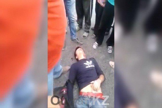 """Возле рынка """"Айна"""" молодого человека сбила машина"""