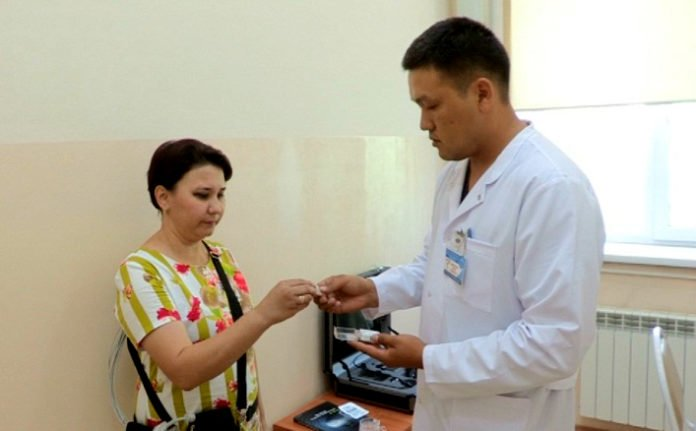Врач-эндоскопист Еркин Бактыбаев в числе первых оценил работу видео таблетки