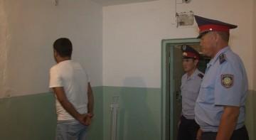 Полицейские задержали трех подозреваемых в разбойном нападении на почту в Шардаре