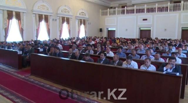 """Аким Шымкента: """"Прокурорам в школах делать нечего..."""""""