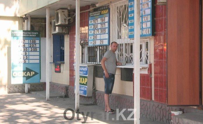 Всего за неделю рубль упал почти на один тенге