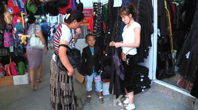 Несмотря на сниженную стоимость ярмарочной продукции, сборы ребенка в школу обходятся недешево