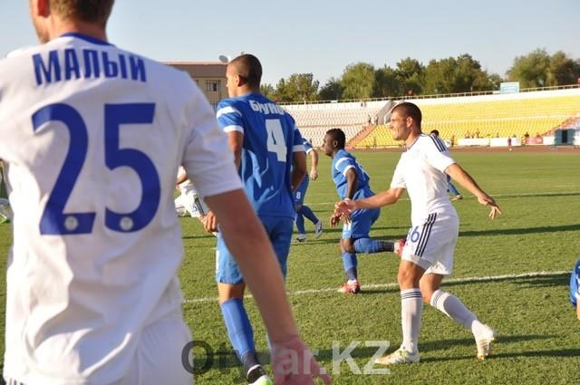 Матч Ордабасы - Кайрат в Шымкенте. Футбол