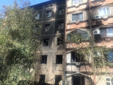 В Шымкенте от пожара пострадали сразу пять этажей многоэтажного дома