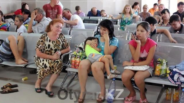 До сих 239 человек авиарейса Шымкент-Анталья ждут отправки в аэропорту