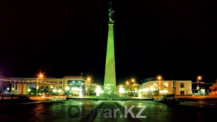 Ночной Шымкент. Площадь Ордабасы. Монумент Жер ана