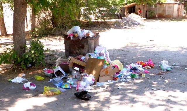 Жители улицы Есиль просят чиновников решить проблему благоустройства двора