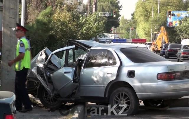 В утренней аварии погиб водитель одной из автомашин