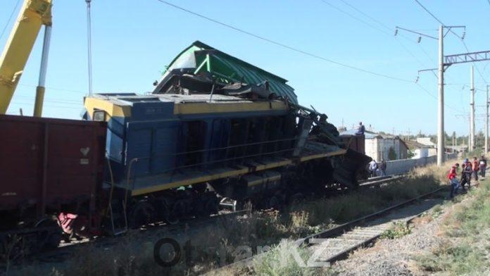 Опрокинувшиеся вагоны едва не раздавили жилой дом