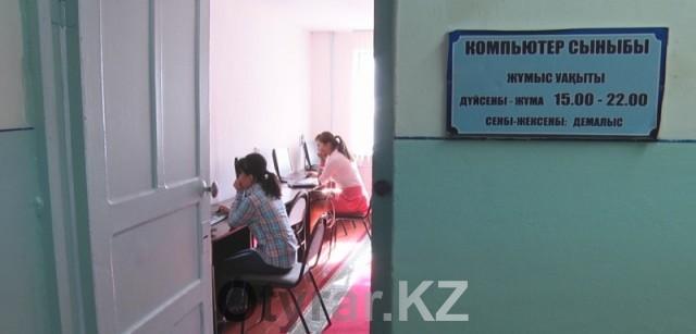 Компьютерный класс в общежитии ЮКГУ им. М. Ауезова.