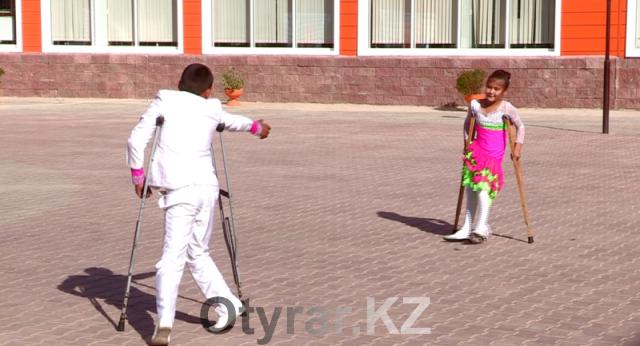 Ученики НИШ-помогают 3-летней Аяне