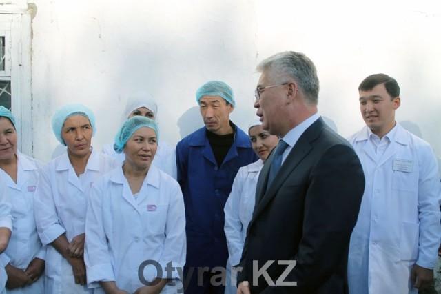 Акима Южного Казахстана недоволен уровнем зарплат рабочих в ЮКО
