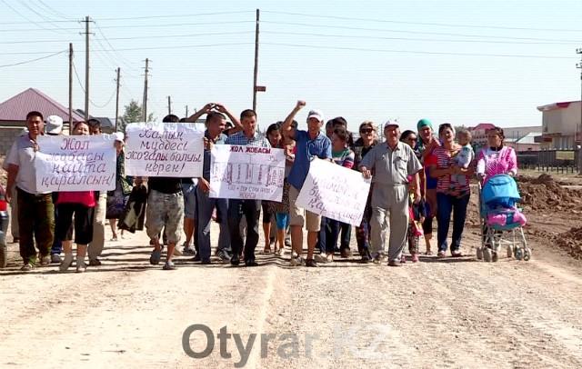 Жители Шымкента просят не сносить их дома ради нового красивого газона