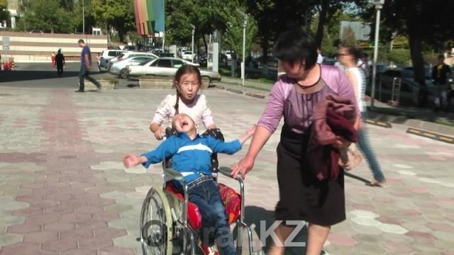 Неравнодушная молодежь Шымкента провела благотворительную ярмарку