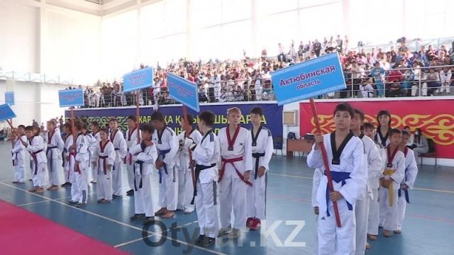 Чемпионат Казахстана по таеквондо среди спортивных школ проходит в Шымкенте