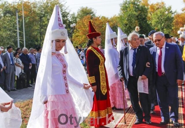 В Шымкенте открыли новый памятник казахским батырам