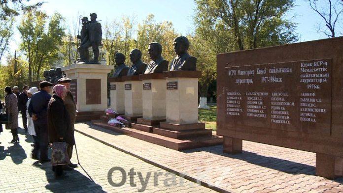 В благодарность героям-горнякам, на проспекте Абая открылась аллея Шахтеров