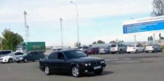На видео сняли неудачную попытку дрифтинга, совершенную водителем BMW