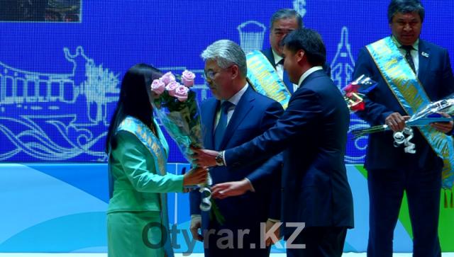 """В честь Дня города в зале торжеств """"Туркестан"""" прошел праздничный концерт"""