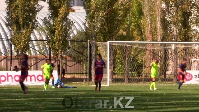 Футболисты Барселоны не смогли обыграть шымкентских игроков