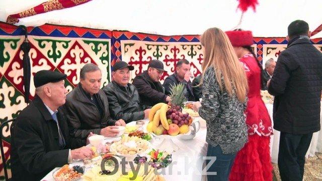 В Шымкенте отпраздновали День города. Дастархан в юрте