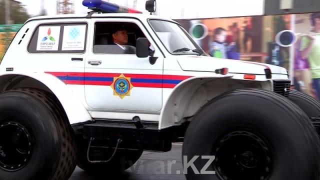 Спасатели ЮКО празднуют 20-летие своей службы. Спасательная машина