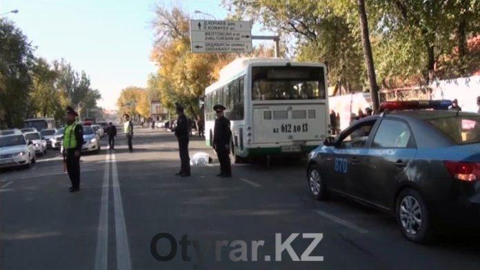 В Шымкенте под колесами автобуса погибла 40-летняя жительница города