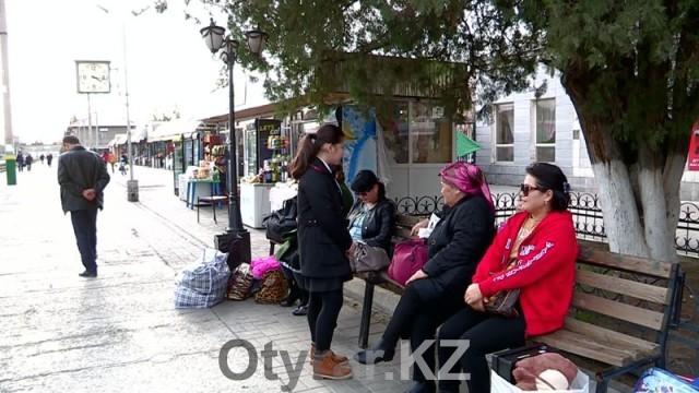 Предприниматели превратили территорию ЖД вокзала в базар