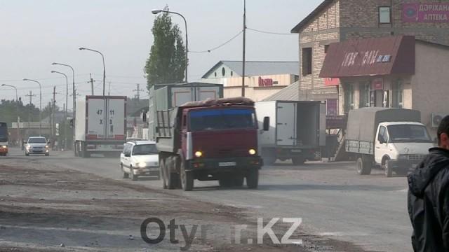 Разбитые дороги и строительные базары портят вид нового центра Шымкента