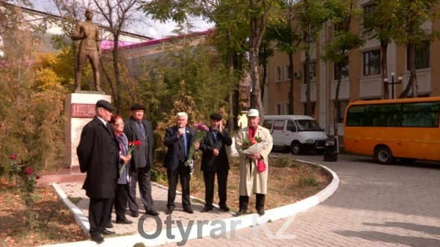 Митинг у памятника Гани Муратбаеву.