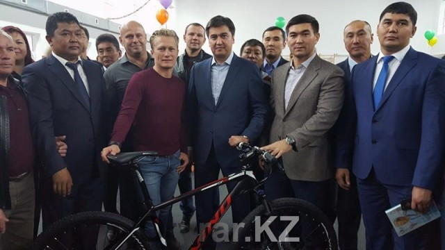 Олимпийский чемпион Александр Винокуров уже в Шымкенте