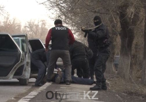 В Шымкенте задержана банда вымогателей