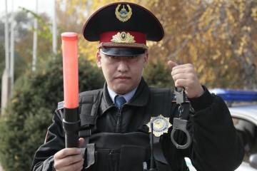 Полицейским Казахстана разрешено применение силы: что можно, чего нельзя