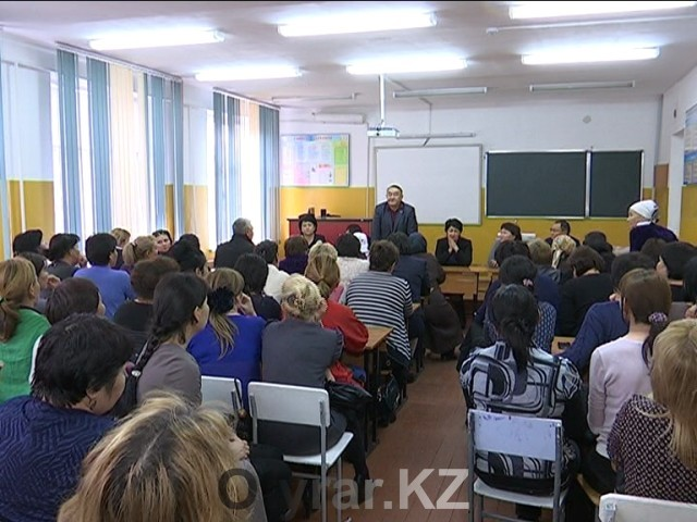 Педагоги школы № 33 на экстренном собрании рассказали о поборах директора